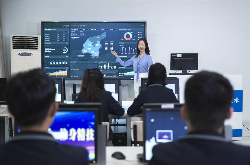 山西新华大力发展职业教育 培养复合型实用型人才