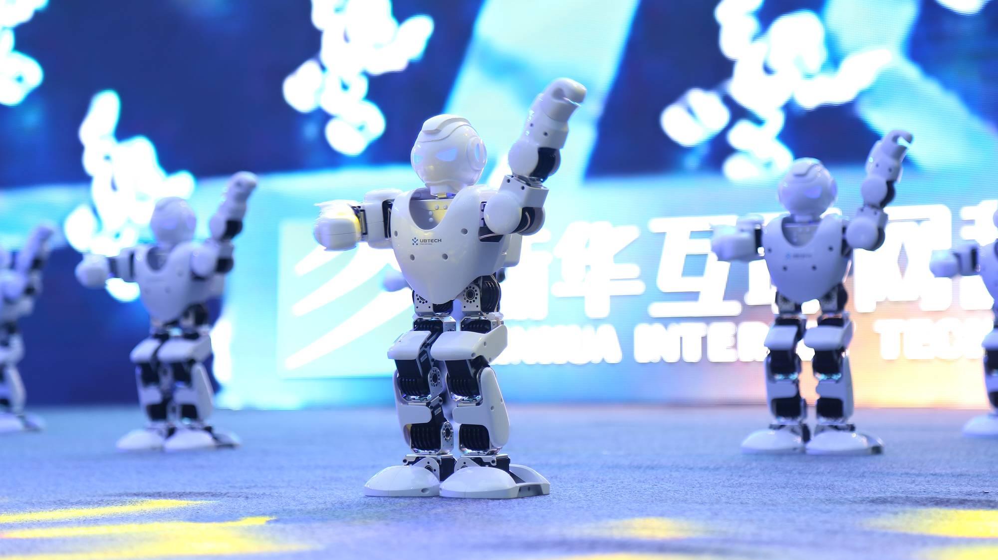 2018新专业发布会《与机器人共舞》