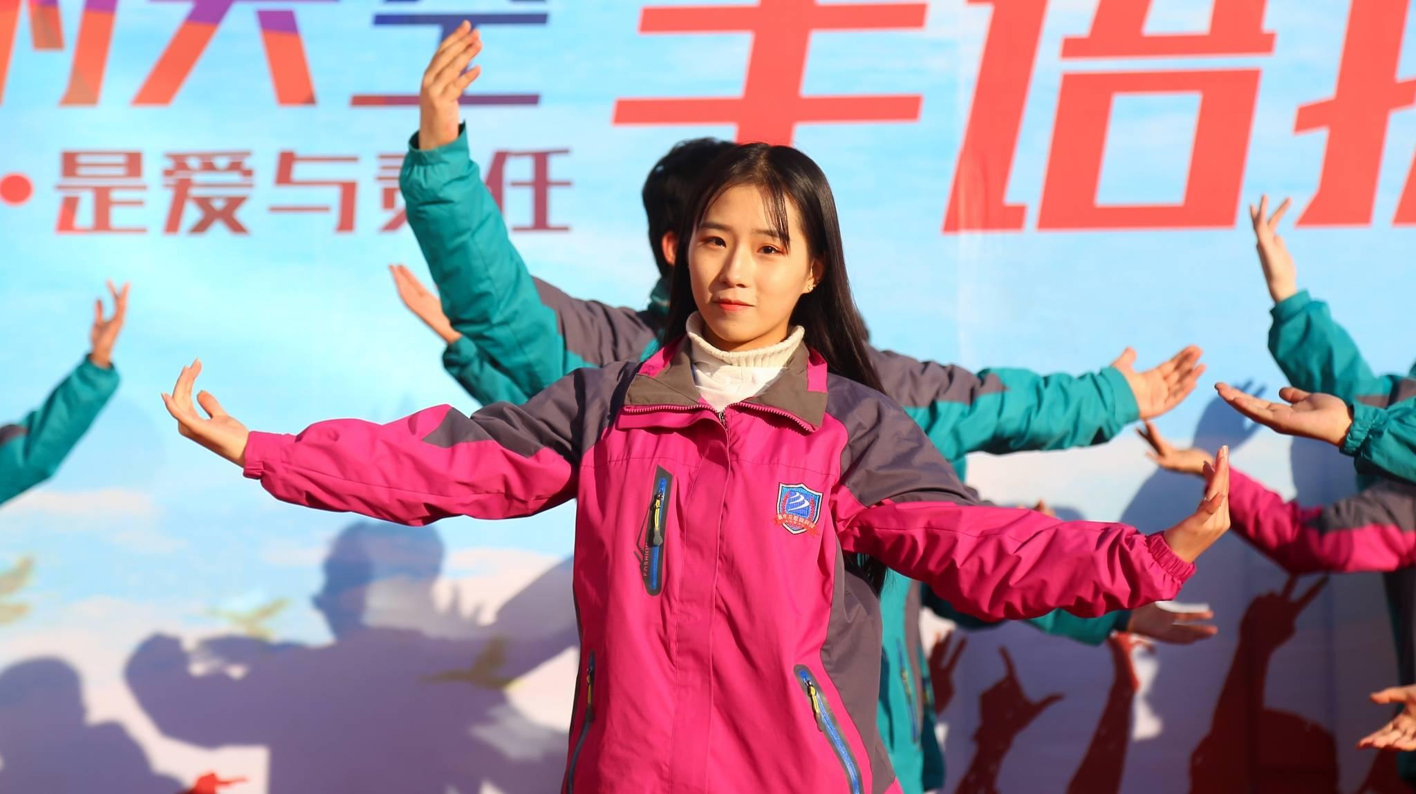 """指尖舞动梦想,我校举办""""新华的天空""""手语操比赛"""