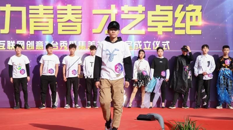 山西新华电脑学校T台秀表演