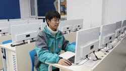 【新生故事】王峰:人生要学会选择与放弃