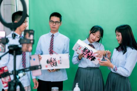 """新华电脑学校升级""""五项能力""""培养互联网高技能人才"""
